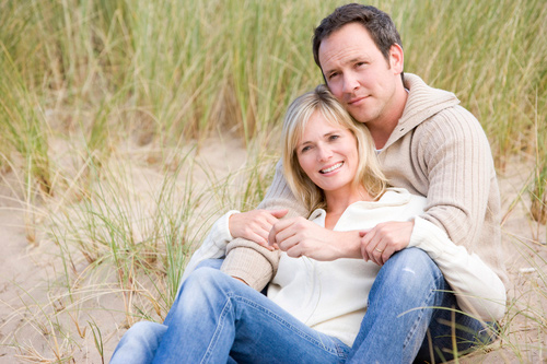thoughtful-couple-sat-on-beach-About-CBT-therapist-in-Norfolk---Feel-Well-Therapy